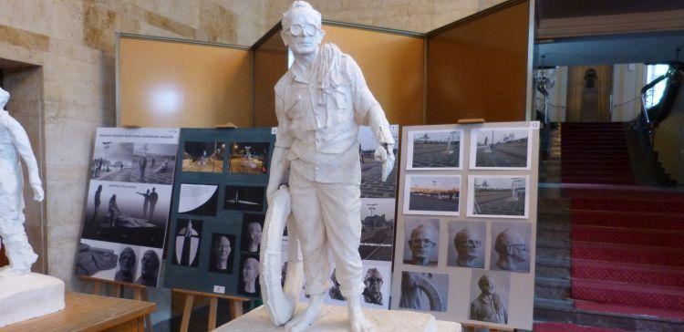 Rzeźba Mączki na ukończeniu