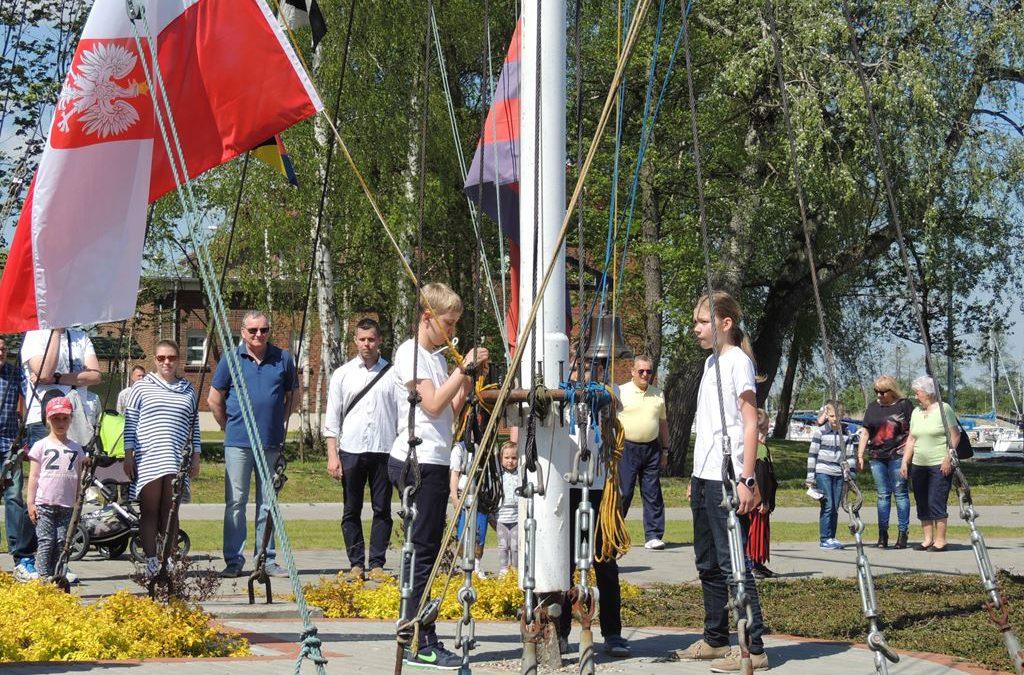 Opuszczenie bandery w Centrum Żeglarskim